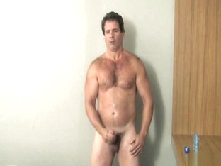 Groovy dilf shows off