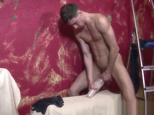 Solo ripped twunk cums on his wanking toy