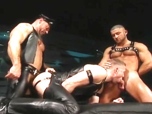Three-way Leather Fuck Fist : Brendan Davies, Francois Sagat Rick van Sant