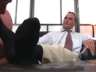Handsome hunk receives an amazing toe sucking session