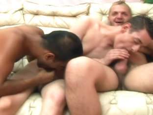 Gay threeway with a cumswap - Alfa Red