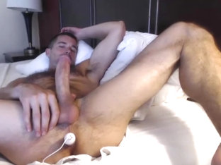 dilf with vibrating dildo on cam