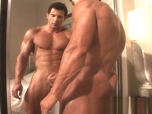 Muscle Hunks - Tony DaVinci - The Exhibitionist Part 2