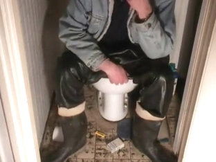 nlboots - rubber trousers except the latrine