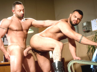 San Francisco Meat Packers - Part 1 XXX Video: Fabio Stall