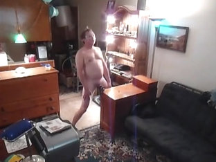 Here's a real fucked up, hands free masturbation show!