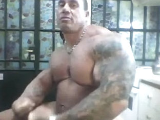 Bodybuilder Stuffs Ass