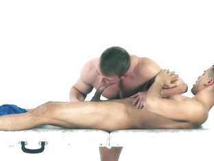 Muscular stud sucks dick after giving a sensual massage