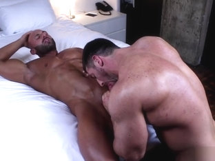 Muscle bodybuilder oral sex and cumshot