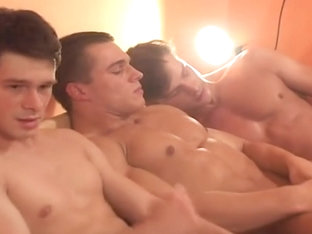Young Bodybuilder joins 4 boy gangbang