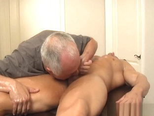 Zeb Atlas massage