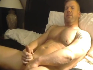 Dilf jerks off on cam