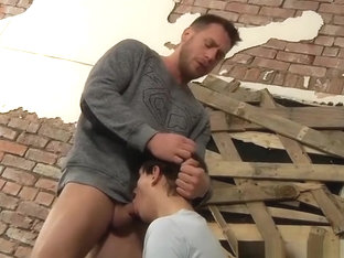 Buff gay dude shows his big hard dick to a horny twink
