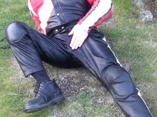 Make myself wet in my leather suit.