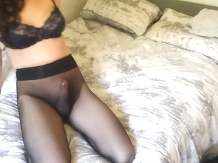 Cd in seamless pantyhose