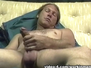 Mature Amateur Freddy Z Beating Off - WorkinMenXxx