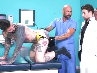 Hunk visits the proctologist and fistfucked by doctors