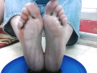 xandro covers his bare feet and toes in pancake syrup