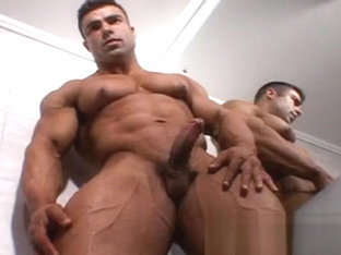 Eduardo Correa Bodybuilder in the Bathroom (parte 4)