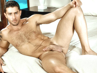 Cody Cummings in Cody rub his asshole with his dick ! XXX Video