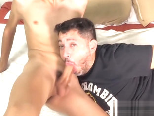 Mature gay dude sucks off his twinkie boyfriend for a facial