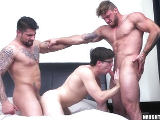 Big dick gay threesome with cumshot